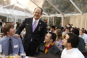President Nikias discussing his Master Plan with USC students.
